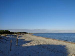 Durchschnittlicher Strand Ostsardiniens.